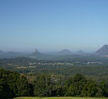 Glasshouse Mountains by coolkoala