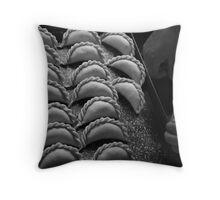 Repulgue Throw Pillow