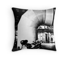 Vent by night - Centre Pompidou Throw Pillow