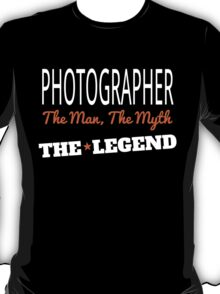 PHOTOGRAPHER THE MAN THE MYTH THE LEGEND T-Shirt