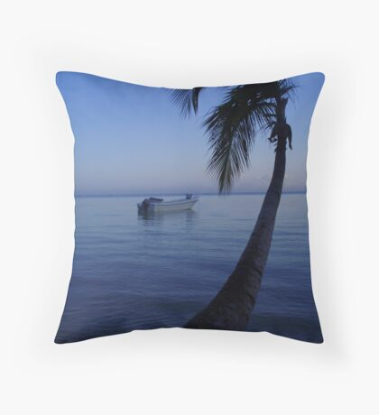 tranquil paradise Throw Pillow