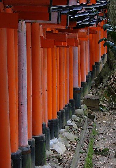 Fushimi Inari Shrine by fenjay