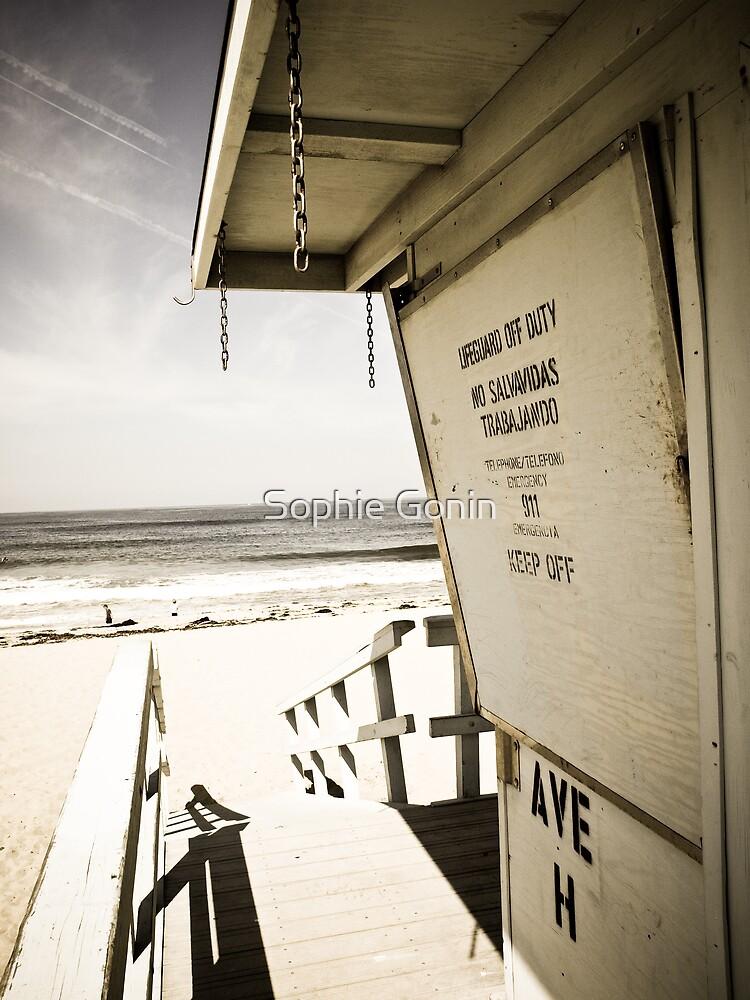 1 Bdrm w/ Ocean View by Sophie Gonin