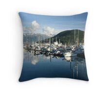 Mountainous bay Throw Pillow