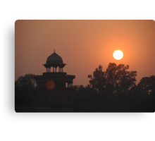 Sunset at Taj Mahal Canvas Print