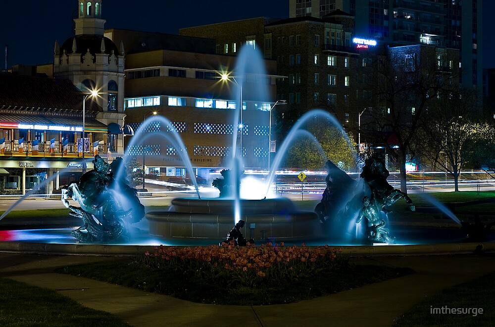 Plaza Fountain by imthesurge