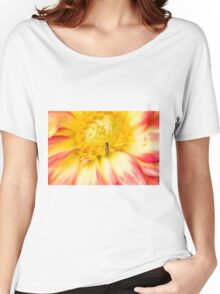 Little Bee Coming In For Landing On Dahlia Women's Relaxed Fit T-Shirt