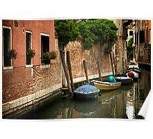 Petites barques en rang d'oignons Poster
