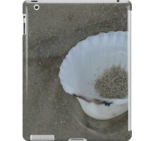 SEA SHELL IN THE SAND iPad Case/Skin