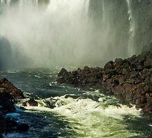 Down the Throat - Iguazu Gorge by photograham