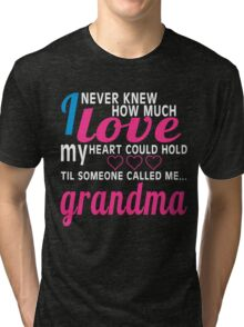 I NEVER KNEW HOW MUCH LOVE MY HEART COULD HOLD TIL SOMEONE CALLED ME GRANDMA Tri-blend T-Shirt
