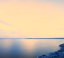 Sunrise on Ottawa River by Yannik Hay