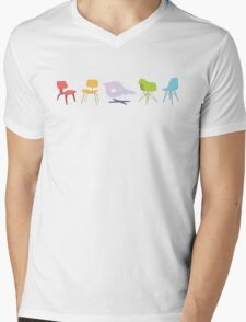 Ray & Charles Eames Chairs Classic Design Mens V-Neck T-Shirt