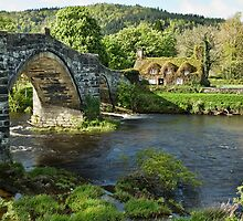 Tu Hwnt i'r Bont and Pont Fawr bridge by eddiej