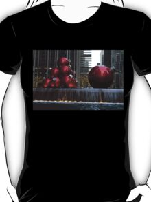 A Christmas Card from New York City - Manhattan Skyline Reflecting in Giant Red Balls T-Shirt