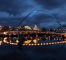 Gateshead Millennium Bridge by Paul Clayton