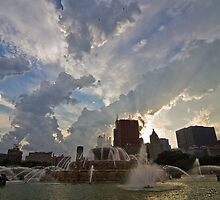 pretty clouds and buckingham fountain in Chicago by Sven Brogren