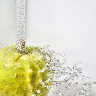 Sparkling apple by Arve Bettum