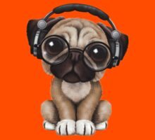 Cute Pug Puppy Dj Wearing Headphones and Glasses Kids Tee