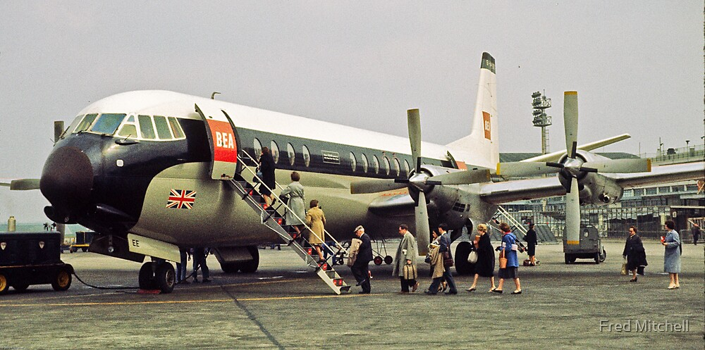 Vanguard plane loading Paris 19610419 0019 by Fred Mitchell