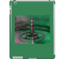 A chain of drops. iPad Case/Skin