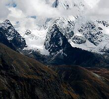 Draknak far below Arakamtse by Richard Heath