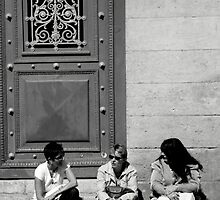 Lunchtime in Bezier, Southern France by elyptika