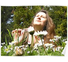 Woman in daisies Poster