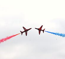 Red Arrows by dupontin