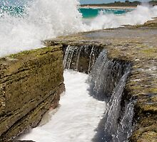 Reef Break - Yanchep - Western Australia by Paul Fulwood