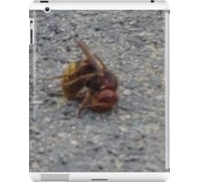 A dying hornet n°2 iPad Case/Skin