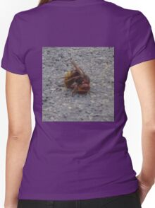 A dying hornet n°2 Women's Fitted V-Neck T-Shirt