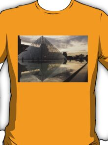 Paris - Louvre Pyramid Reflecting in the Fountain's Pool T-Shirt