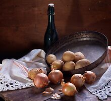 Still life with onion by vaskoni