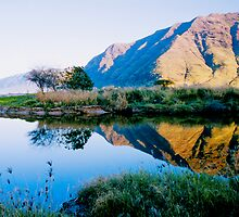 Puaakanohoa Ridge Reflection by kevin smith  skystudiohawaii