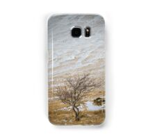 Solitary Tree against the Snowy Hillside Samsung Galaxy Case/Skin