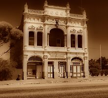 Coolgardie R.S.L hall by Adrian Kent