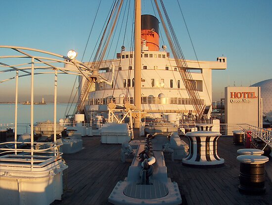 Queen Mary (Longbeach) by Ian Johnston
