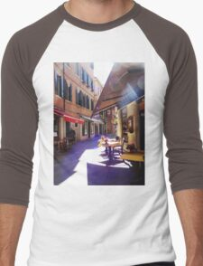 An Italian Café in the Heart of Venice  Men's Baseball ¾ T-Shirt