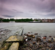 Old Pier, River Thames by hackysack