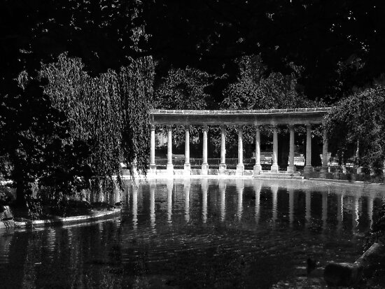 Colonnade_Parc_Monceau_BW by Keith Richardson