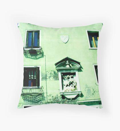 Arquitectura Italiana Throw Pillow