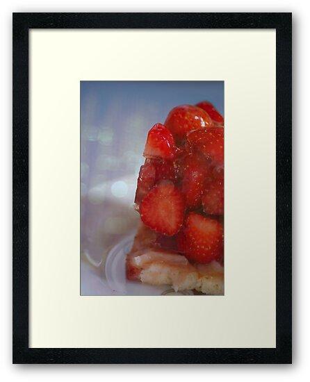 Strawberry Cake by Rowan  Lewgalon