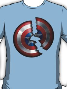 Cracked Captain Shield  T-Shirt
