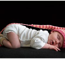 Newborn with long hat by ruitje