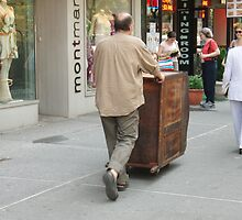 NY Street Walker by DarylE