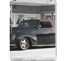 1938 Lincoln Zephyr Convertible Coupe iPad Case/Skin