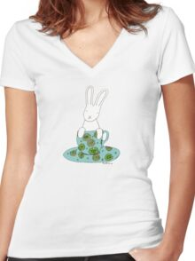 Bunny in a teacup Women's Fitted V-Neck T-Shirt
