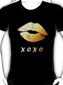 Gold Lips XOXO Hugs and kisses (Black) T-Shirt