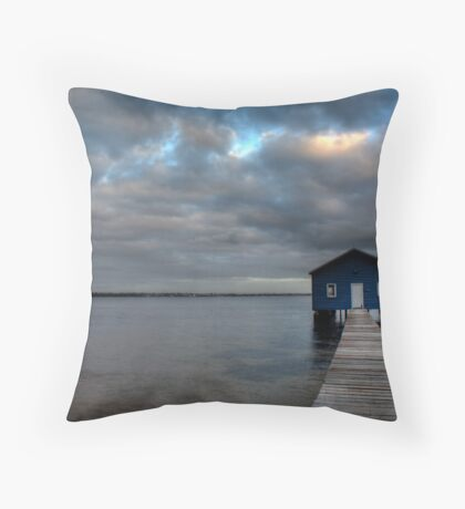 The perfect storm Throw Pillow